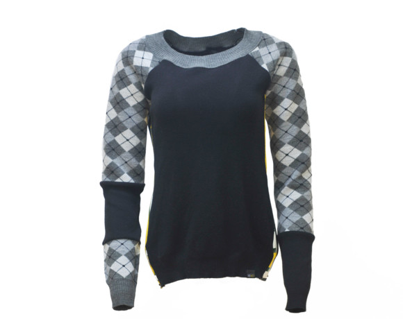 (SOLD) Reptilian gray and black argyle soft raglan sweater with mesh side panels. Size small.
