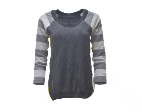 Gray argyle striped 3/4 sleeve soft raglan sweater with mesh side panels. Size small.